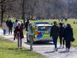 19 Beamte verletzt: Polizeieinsatz im Englischen Garten eskaliert