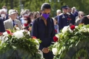 gedenken: kriegsende vor 76 jahren: berlin gedenkt der opfer