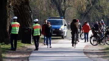 München: Eskalation im Englischen Garten – Polizei mit Flaschen beworfen