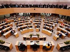 aras erneut landtagspräsidentin: kretschmann warnt vor ende der demokratie