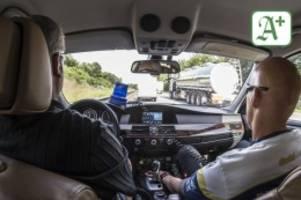 prozess in hamburg: jaguar-raser auf köhlbrandbrücke: schilder sind für blöde