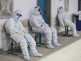 Spirale von Versagen: Experten: Corona-Pandemie war vermeidbar