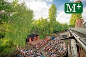 Theater: Baden und Kunst: Open-Air-Theater im Sommerbad am Insulaner