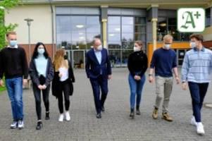 pandemie: niedersachsen will bald schüler gegen corona impfen
