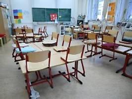 Lehrerverband zieht Virus-Bilanz: Schülern fehlt Hälfte des Präsenzunterrichts