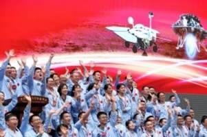"""Raumfahrt: China gelingt mit Rover """"Zhurong"""" erstmals Mars-Landung"""