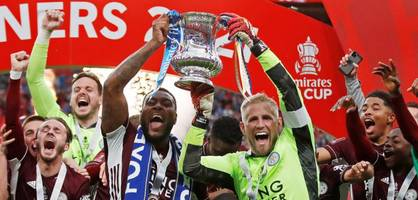 In der Stunde des größten Erfolgs gedenkt Leicester dem verunglückten Patron