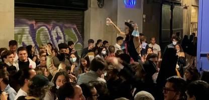 Corona-Pandemie: Europa öffnet, Europa feiert – bis die Polizei kommt