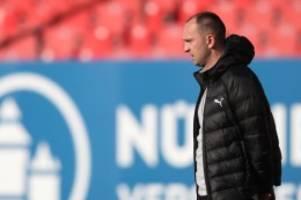 Fußball: Vor dem Spiel in Karlsruhe: Holstein Kiel vor dem Aufstieg