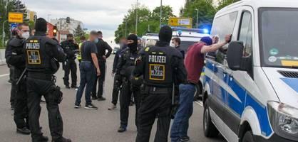 polizei-großaufgebot muss hansa-fans von der autobahn holen