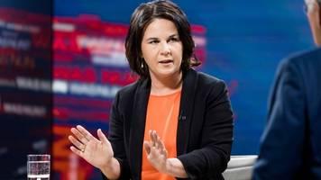 Klimaschutz: Baerbock will Aus für Kurzstreckenflüge - Industrie wütend