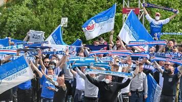 Hansa Rostock: Fans blockieren und feiern auf der Autobahn