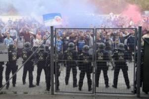 Fußball-Ticker: Hansa Rostock darf im Nordderby vor 7500 Fans spielen