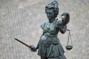 Prozesse: Herabwürdigung als Ming-Vase: Kündigung rechtens