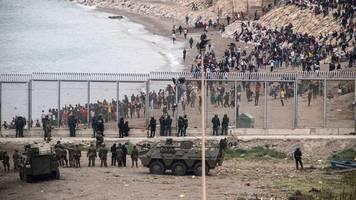EU-Außengrenze: 6000 Migranten aus Marokko erreichen Ceuta