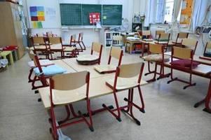 Triage in Psychiatrien: Kinderärzte fordern Schulöffnungen