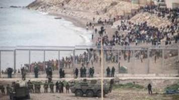 erste migranten aus spanischer exklave ceuta abgeschoben