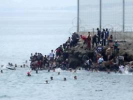 streit um migranten-ansturm: spanien wirft marokko erpressung vor