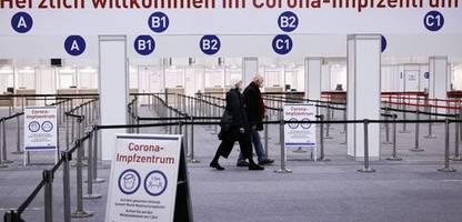 corona: mehrere bundesländer öffnen impfzentren weiterhin nur für risikogruppen