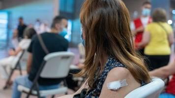 +++ Corona-Update +++: Einige Länder halten in Impfzentren an Priorisierung fest