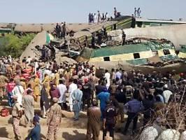 Kollision nach Entgleisung: Dutzende Tote bei Zugunglück in Pakistan