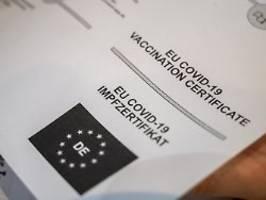 Anfällig für Fälschungen: Wie sicher ist der EU-Impfnachweis?