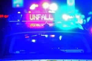 Unfälle: Autofahrer stirbt nach Unfall mit Lastwagen