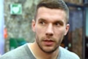 """Ehemaliger Fußball-Nationalspieler - """"Poldi"""" kritisiert Spielerfrauen: """"Mir gehen die meisten auf die Nerven"""""""