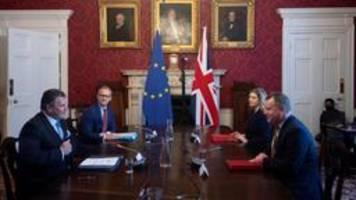 von würstchen und vertrauen: neuer streit über brexit-vertrag