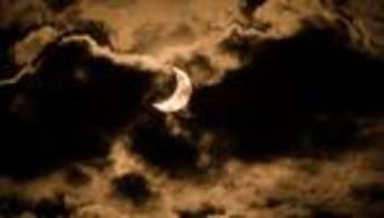 Sonnenfinsternis 2021: Heute knabbert der Mond die Sonne an
