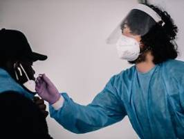 RKI meldet 3187 Neuinfektionen: Sieben-Tage-Inzidenz fällt unter 20