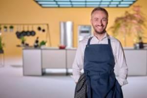 fernsehen: böhmi bruzelt: satiriker böhmermann kocht bald für das zdf