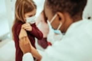 Keine generelle Empfehlung der Stiko - Soll ich mein gesundes Kind gegen Corona impfen lassen? Was Eltern jetzt wissen müssen