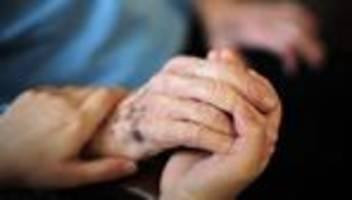 Pflege: Bundestag beschließt Pflegereform mit Tarifbindung