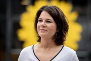 Kanzlerkandidatin : Umstrittene Kampagne: INSM zeigt Baerbock als Verbots-Moses