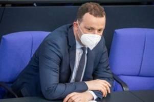 Bundestag: Pandemie-Notlage verlängert - Kritik an Spahn