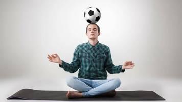 """Yogalehrer der Nationalelf: Jogis Yogi: """"Yoga lehrt, einen kühlen Kopf zu wahren"""""""