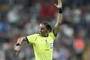 Stéphanie Frappart ist die erste Schiedsrichterin bei einer Fußball-EM
