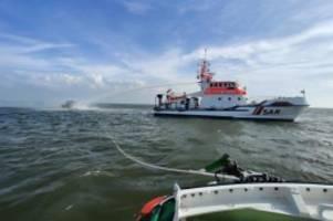 Seenot: Spektakuläre Rettung eines Motorbootfahrers aus Nordsee