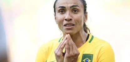 fußball: brasiliens superstar marta und team protestieren gegen sexuelle belästigung