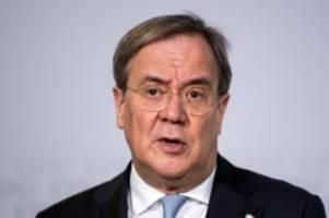 Gesundheit: Laschet wirft SPD schäbigen Umgang mit Spahn vor