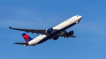 Delta-Airline: Passagier greift Flugpersonal auf dem Weg nach Atlanta an