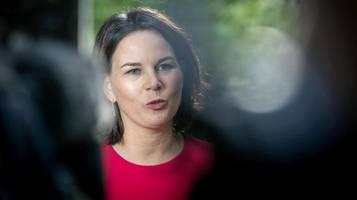 Ärger bei Grünen-Kanzlerkandidatin: Baerbock flucht nach Parteitags-Rede