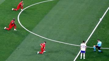 Fußball-EM: Belgische Nationalspieler knien vor Spiel gegen Russland