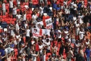 EM 2021: England-Fan nach Sturz von Tribüne in kritischem Zustand