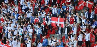 Finnen und Dänen feiern gemeinsam Christian Eriksen