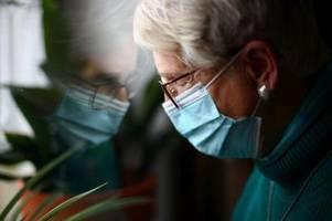 Einsam während Corona: Augsburger Senioren sollen Hilfe bekommen