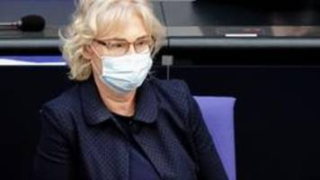 Lambrecht fordert Überprüfung der Maskenpflicht