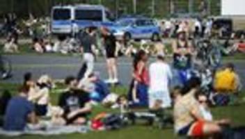 Jugendliche nach dem Corona-Lockdown: Wenn eine Streife kommt, verstecken wir den Alkohol