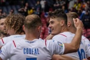 Fußball-EM: Tscheche Schick schockt Schottland - Irres 50-Meter-Tor